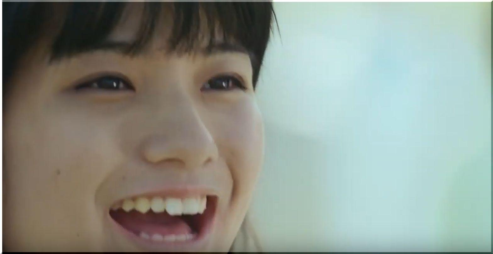 【NTT東日本CM】ICTる?大きな旗を持って走る女優は誰?